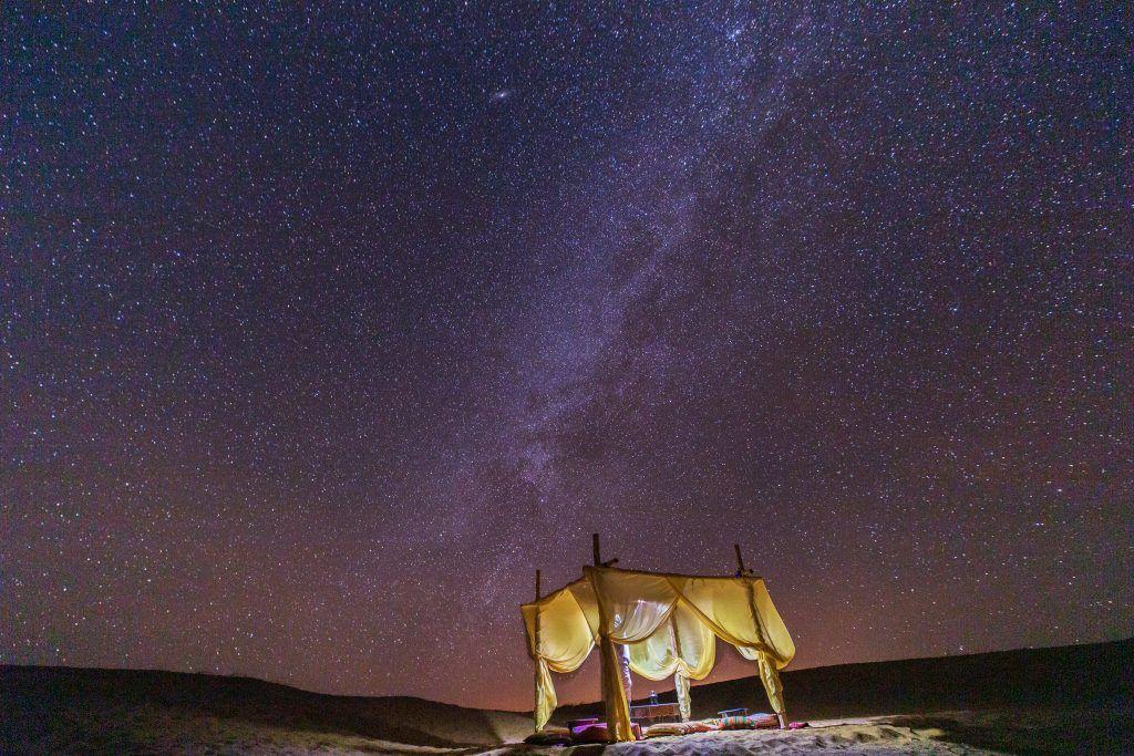 dormire una notte in tenda nel deserto